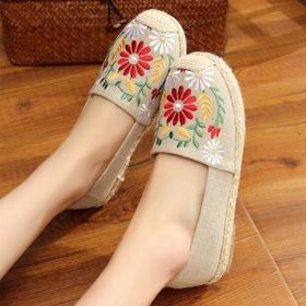 Women Casual Flat Heel Embroidery Shoes